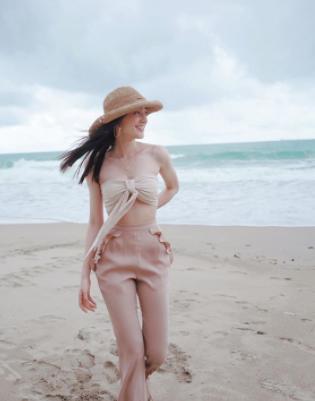 เดียร์น่า ฟลีโป ถ่ายรูปเที่ยวทะเล มีรูปแซ่บ ๆ ตามลงมาในอินสตาแกรม