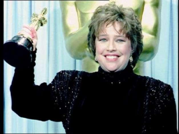 นักแสดงนำเคธี เบทส์ได้รับรางวัล